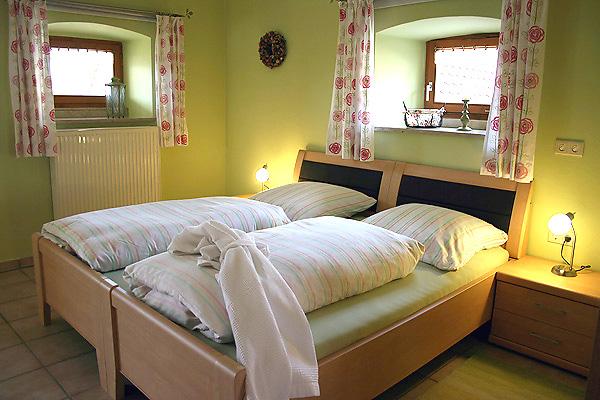 ferienwohnung 4 im ferienhof veit f r zwei personen rollstuhl geeignet. Black Bedroom Furniture Sets. Home Design Ideas